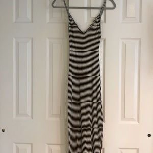 Brandy Melville Dresses - Brandy Melville Maxi Dress